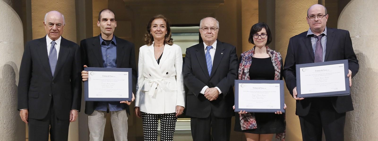 Premios_Fisica_2015_Alvarez_Gracia-Lazaro_Moreno_314x387