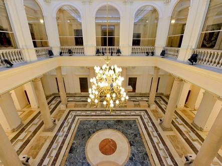 Patio de columnas del Palacio de Marqués de Salamanca, sede de la Fundación BBVA en Madrid.