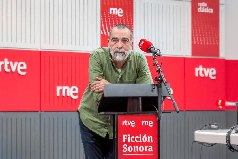Anfonso Latorre. Radio Nacional estrena la ficción sonora 'Los santos inocentes', de Miguel Delibes, en colaboración con la Fundación BBVA